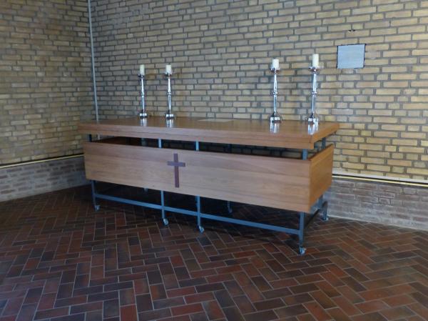 Overzicht voorwerp verrijdbaar houten altaar - Exotisch onder wastafel houten meubilair ...